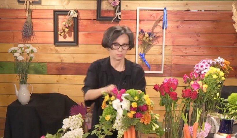 Aranjamentele florale de pe masa de sărbători: Trandafirii, bujorii și lalelele sunt florile preferate de români pentru Paște
