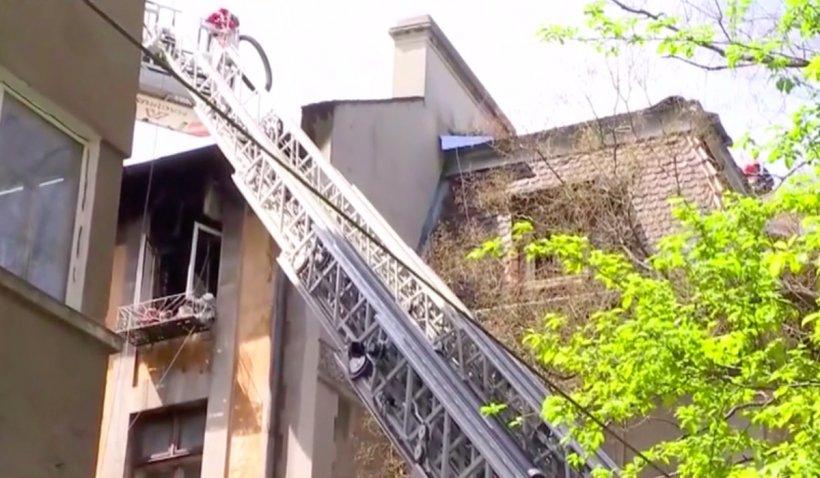 Incendiu într-un apartament din centrul Capitalei. Proprietarul a fost imobilizat de polițiști după ce a devenit agresiv