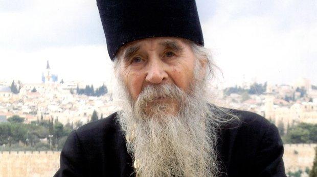 Noi detalii despre moartea preotului Daniil de la mănăstirea Frăsinei. Era palid încă din dimineața zilei de Înviere,când a ajuns salvarea era mort