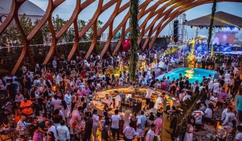 Dr. Radu Țincu, despre petrecerile uriașe de pe litoral: Mulți tineri nu au apucat să se imunizeze. Există un risc foarte mare de transmitere a virusului