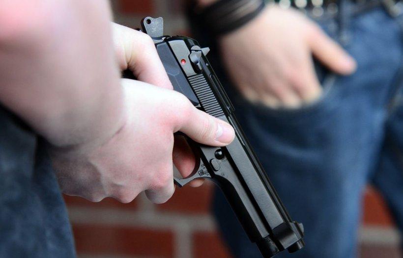 Copil împușcat de fratele mai mare. Proprietarul armei a fost reținut