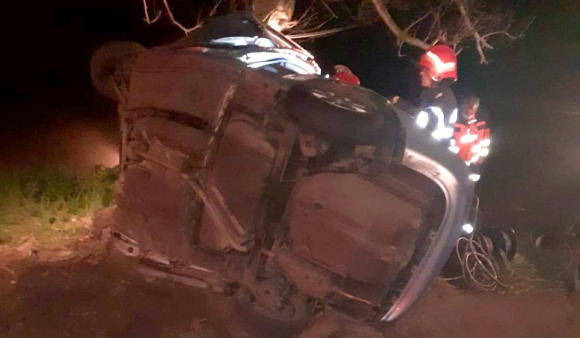 O fată de 19 ani din Bucureşti a murit într-o maşină strivită, într-un cumplit accident în Tulcea
