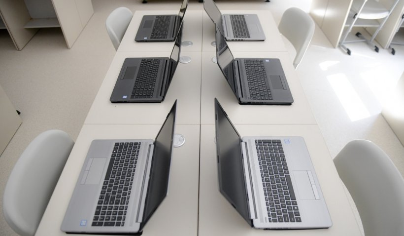 Milioane de elevi au început şcoala, tot online. Care sunt problemele în școlile din România și cum sunt gestionate de autorități