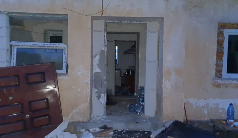 Explozie la o mănăstire din judeţul Constanţa. Un preot şi un călugăr au fost luaţi cu ambulanţa