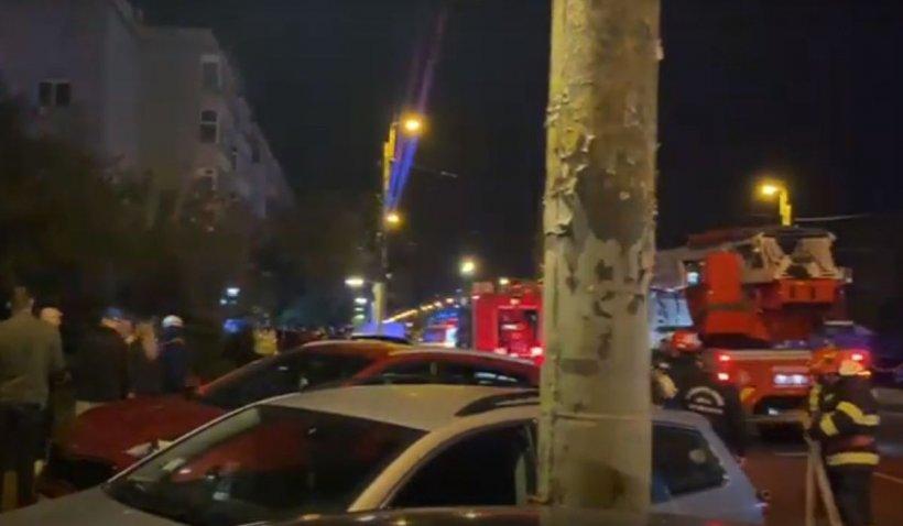 Zeci de persoane, inclusiv copii, evacuate dintr-un bloc în flăcări, la Constanţa