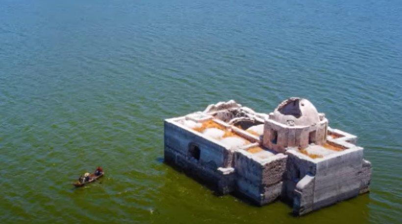 O biserică veche de sute de ani din Mexic a ieșit la suprafața unui lac, după ce a fost scufundată mai bine de 40 de ani
