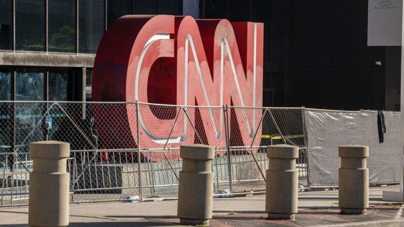 CNN, prima televiziune de știri a lumii, înființată cu 41 de ani în urmă