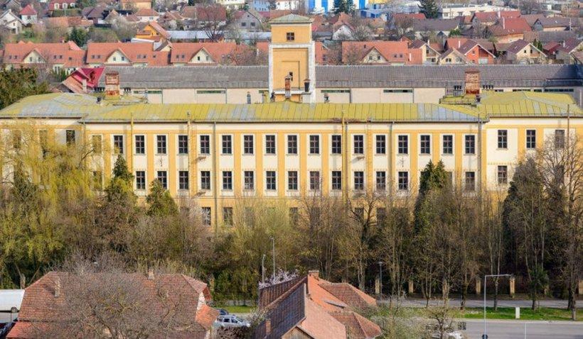 """Fabrica unde s-au făcut ţigările Carpaţi, Snagov şi Mărăşeşti, transformată într-un """"Palat al minunilor"""""""