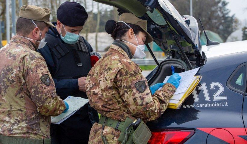 O româncă a bătut doi polițiști italieni: A fost nevoie de intervenția militarilor pentru a fi imobilizată