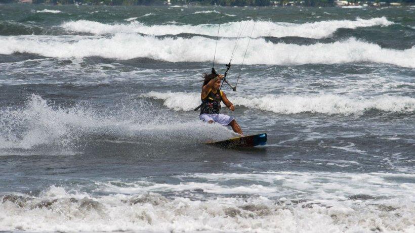 Tragedie la malul mării! Un tânăr care făcea kitesurfing, a murit la Neptun