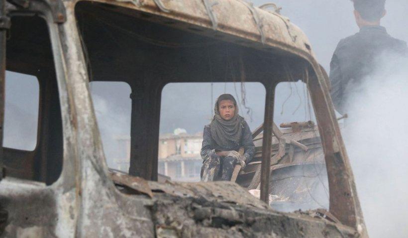 Peste 40 de morţi, după un atentat cu bombă lângă o şcoală de fete din Kabul