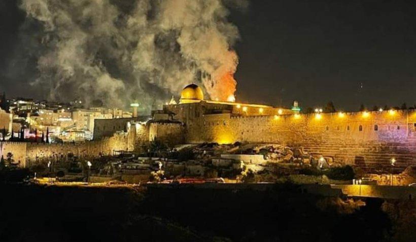Incendiu violent în incinta Esplanadei Moscheilor din Ierusalim, unde se aflau mii de credincioși la rugăciunea de seară