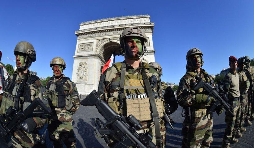 O scrisoare iniţiată de militari, care avertizează asupra unui război civil în Franţa, semnată de 75.000 de oameni
