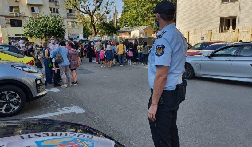 """Un polițist local din Sectorul 1 și-a reclamat superiorii că l-au obligat să poarte uniformă: """"Problemele de fashion nu sunt în atribuțiile Poliției"""""""