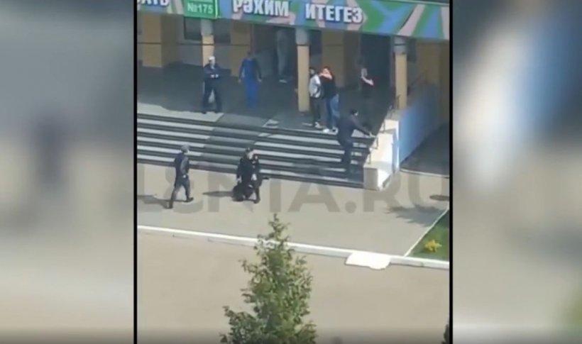 Nouă morţi şi patru răniţi, într-un atac cu focuri de armă la o şcoală din Rusia