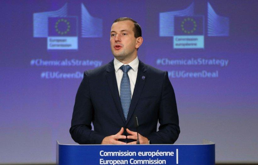 """Comisia Europeană urmărește cazul ursului Arthur: """"Serviciile mele cercetează detaliile acestui caz, pe care îl urmărim foarte atent"""""""