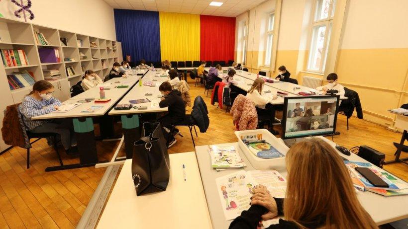 Evaluările naţionale încep miercuri cu elevii în clase