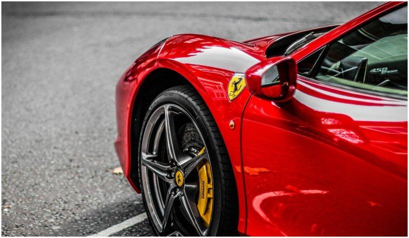 Un american a primit 5 milioane de dolari pentru a-şi salva companiile, însă şi-a luat Ferrari şi Lamborghini