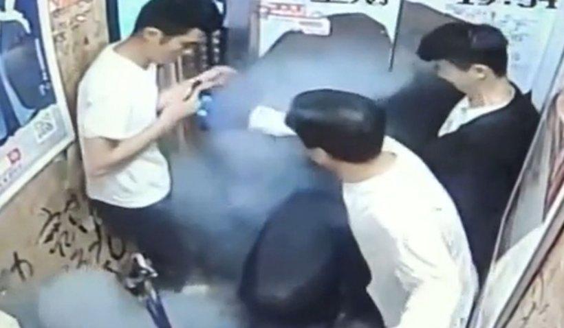 O bicicletă electrică a explodat într-un lift din China. 5 persoane, printre care şi un bebeluş, au fost grav rănite