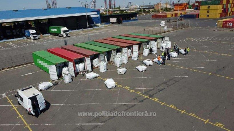Containere cu tone de deşeuri, găsite în port de Garda de Coastă