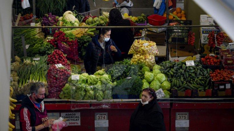 Mâncăm scump şi prost din import! Ce alimente se vor scumpi în acest an
