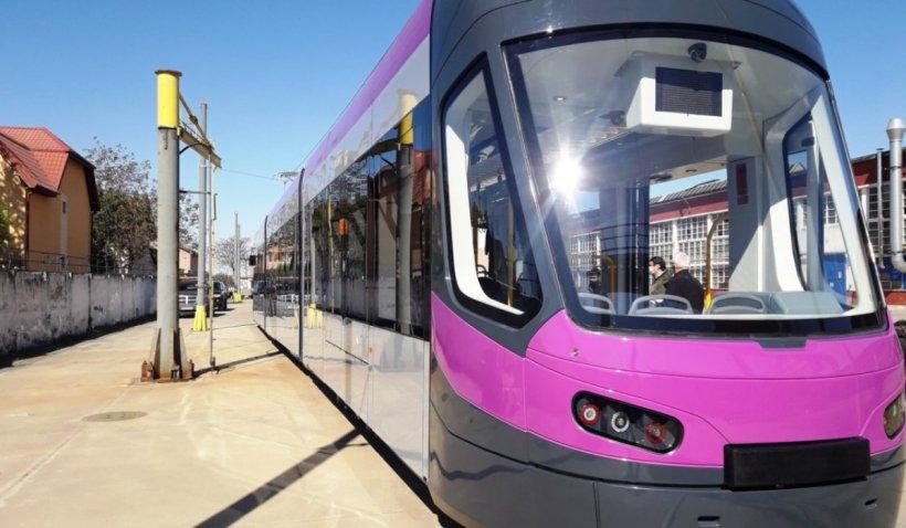 Primăria Capitalei a semnat contractul pentru 100 de tramvaie noi: Vor avea Wi-Fi și spațiu unde să-ți lași bicicleta