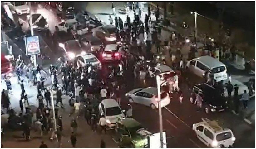Un șofer arab bătut de protestatari, în direct, la Televiziunea Publică israeliană. Imagini cu impact emoțional