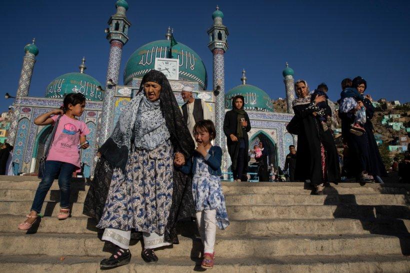 Bombardament într-o moschee din capitala Afganistanului. Imamul a fost omorât