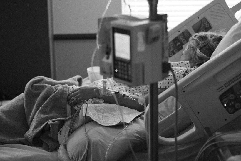 Femeie din Botoșani cu o tumoră cerebrală agresivă de 10 centimetri, operată de medicii ieșeni