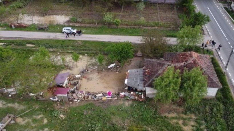 Ploile puternice au făcut prăpăd în judeţul Satu Mare! Peste 150 de familii, evacuate de urgenţă