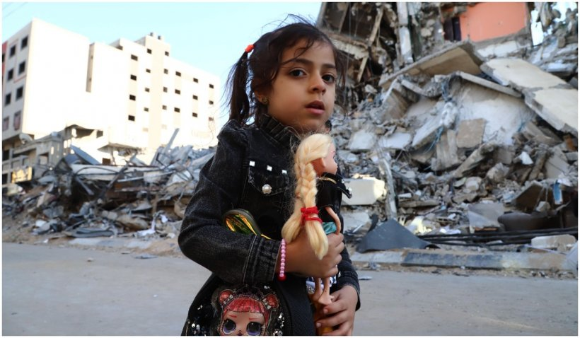 Bombardarea unei clădiri din Fâșia Gaza, surprinsă în timpul unei transmisiuni live