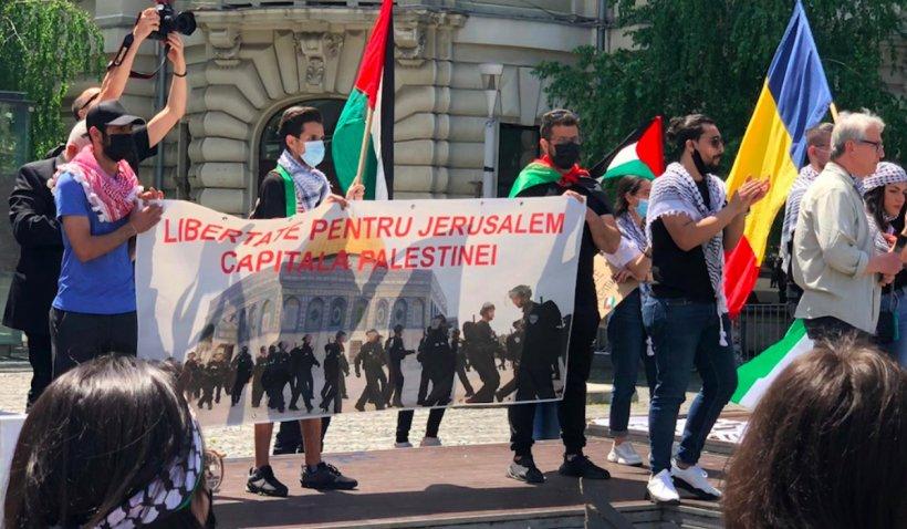 """Protest în Piața Universității din Capitală, față de conflictul din Fâșia Gaza: Se scandează """"Palestina liberă!"""""""