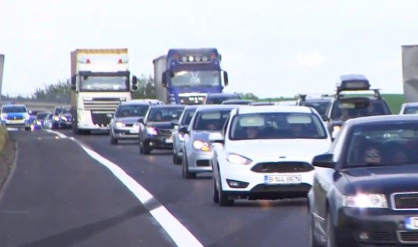 Aglomerație pe Autostrada Soarelui. Se circulă în coloană, după primul weekend de relaxare în România