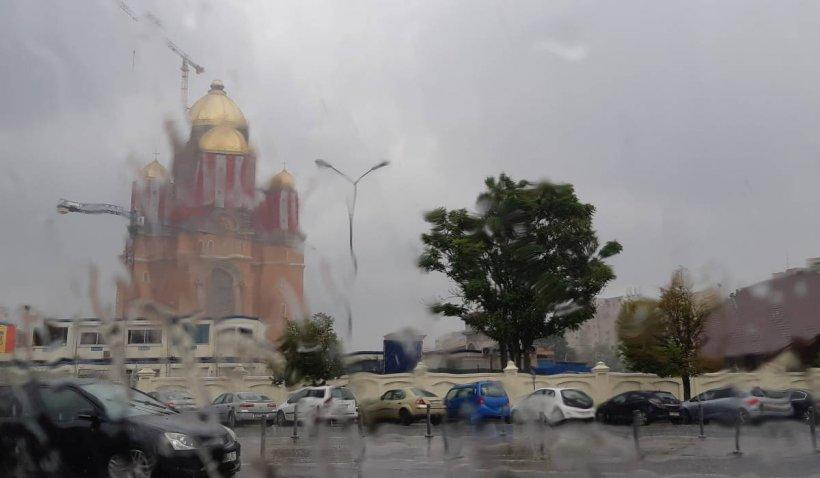Cod galben în București. Meteorologii anunță furtuni și intensificări ale vântului