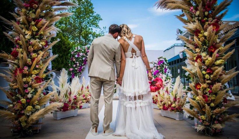 Imagini de la nunta lui Dani Oțil cu Gabriela Prisăcariu: Cine au fost nașii și pe ce melodie au dansat mirii