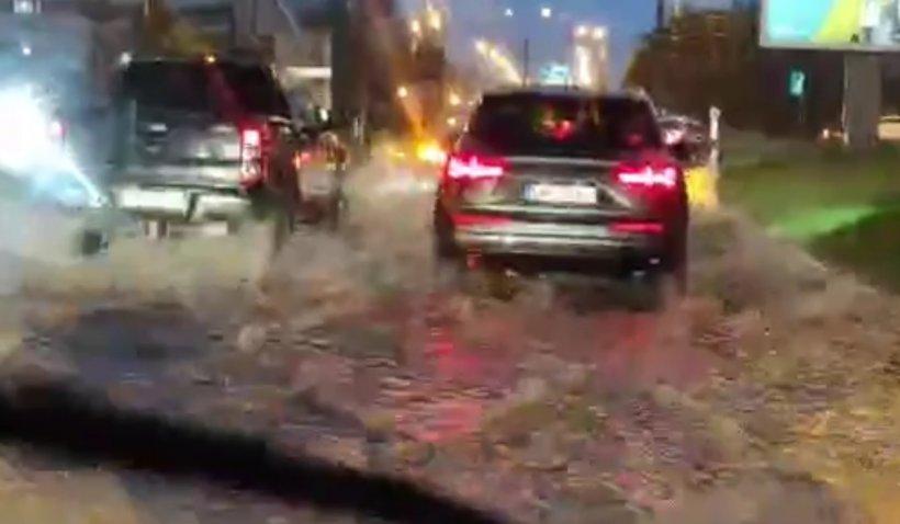 Cod galben de inundații în Baia Mare: Canalizările au dat pe afară, traficul rutier a fost blocat