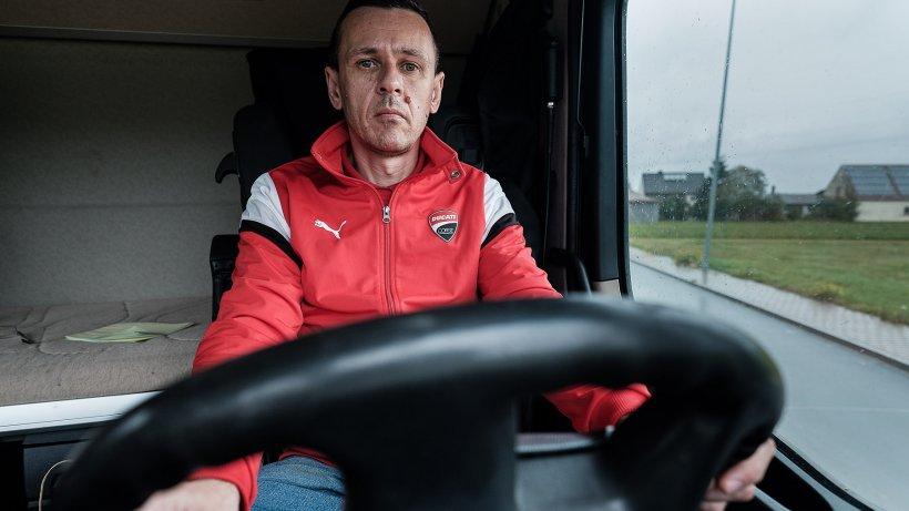 """Povestea lui Daniel, șofer de TIR în Germania. Lucrează 13 ore pe zi pentru un salariu de nimic: """"I-am zis șefului, dar mi-a râs în nas"""""""