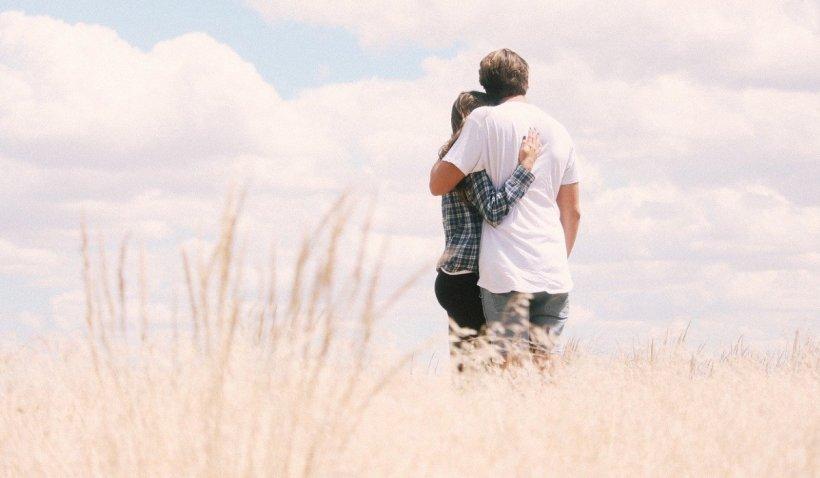 """Îndrăgostiții suferă de """"sindromul Moș Crăciun"""", spun psihologii: Cum se manifestă și de ce ne afectează pe toți"""