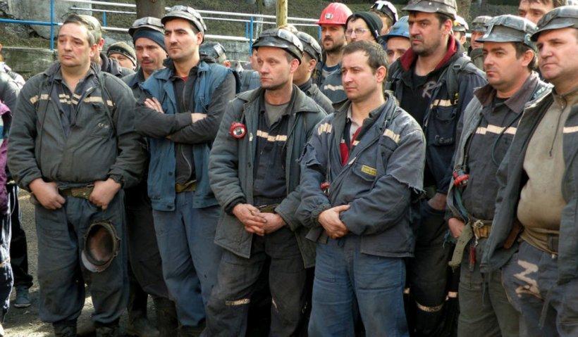 600 de mineri au intrat în grevă şi cer reducerea vârstei de pensionare. Sindicalist: Mulți colegi nu ajung să ia pensia din cauza bolilor