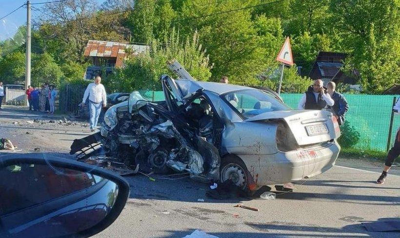 Cinci bărbaţi au murit şi alte două persoane au fost rănite, într-un accident cumplit la Nistoreşti