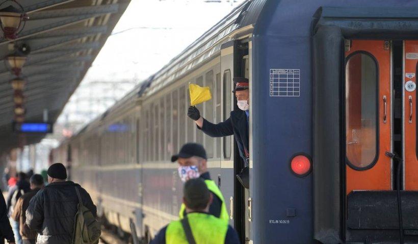 Circulaţia feroviară a fost afectată, după ce un copac a căzut peste liniile de tensiune ale căii ferate în Prahova
