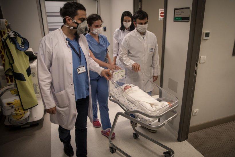 """Sute de copii morți de COVID în mod alert în Brazilia. Medic: """"Nu am mai văzut asta nicăieri altundeva în lume"""""""