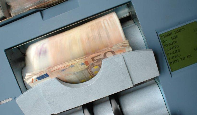 Cumpărăturile cu cash ar putea fi plafonate. Uniunea Europeană vrea să combată spălarea de bani