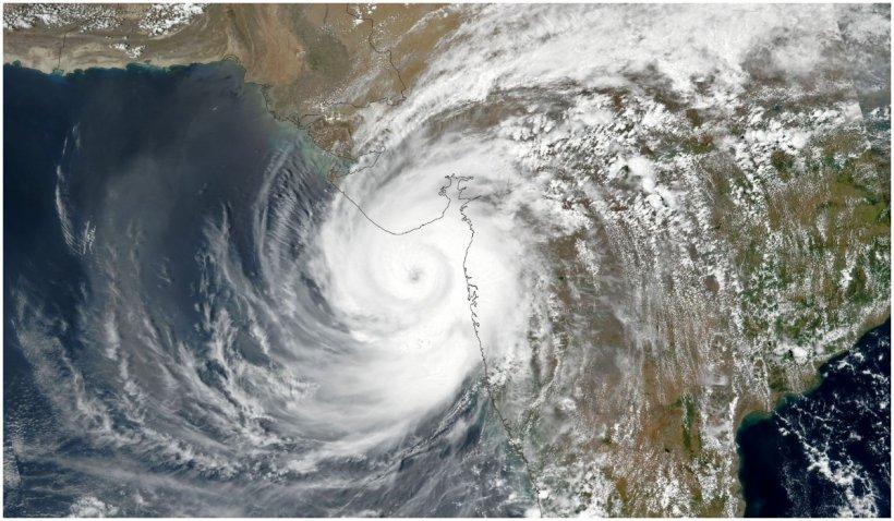 India, devastată de COVID-19, se pregăteşte de impactul cu ciclonul Tauktae