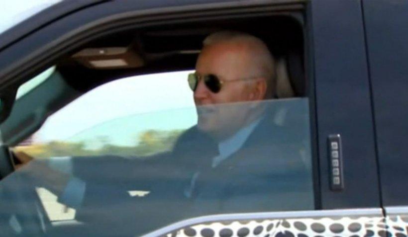 """Președintele SUA, cursă rapidă la volanul unui automobil electric. """"Atinge suta în puțin peste 4 secunde"""""""