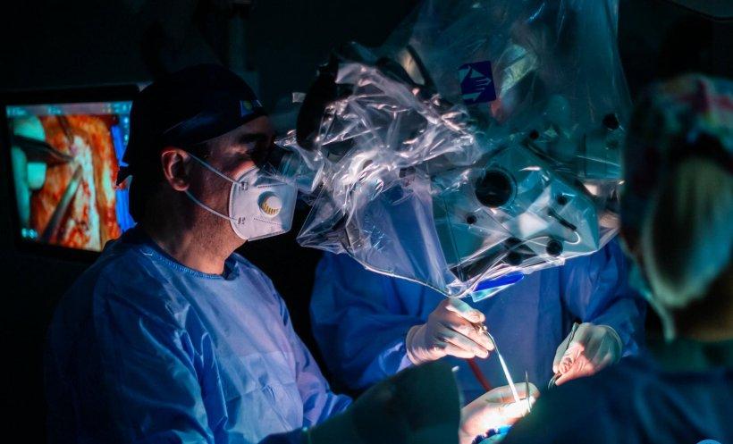 Fată de 15 ani operată pe creier, după ce medicii ieșeni i-au descoperit întâmplător o tumoră avansată