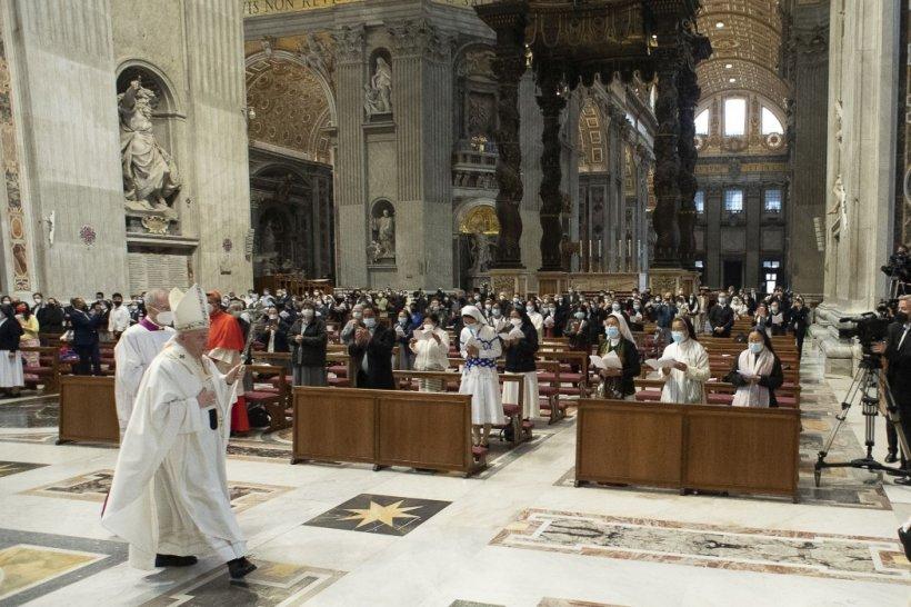 Secretele ascunse din arhivele de la Vatican, scrisori şi documente compromiţătoare