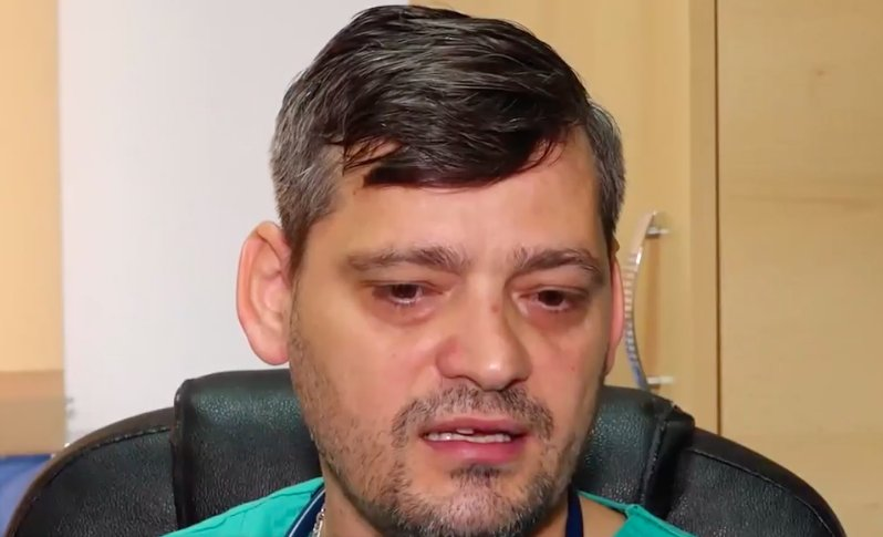 """Copil abandonat pe calea ferată când avea o lună este acum medic ATI: """"Am rezistat acestor orori nenorocite, alți colegi au rămas infirmi"""""""