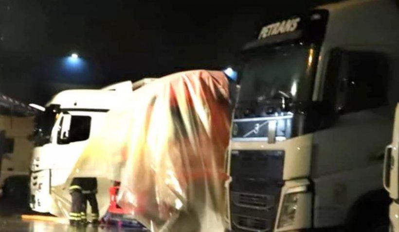 Şofer român de TIR găsit mort în cabină, cu tăieturi pe mâini, într-o parcare din Italia