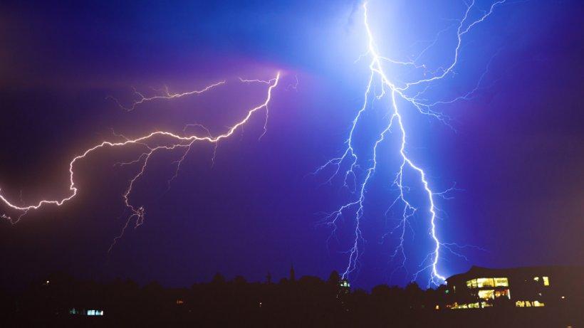 Alertă de ploi torenţiale şi grindină. Directorul ANM anunţă care sunt zonele lovite de furtuni